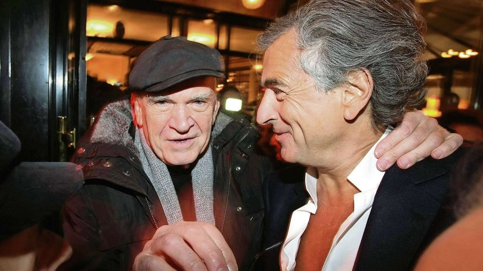 Na snímku z listopadu 2010 Kundera s filozofem Bernardem-Henrim Lévym