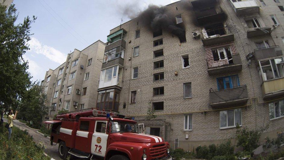 Město Snižne údajně bylo bombardováno neznámým letadlem.