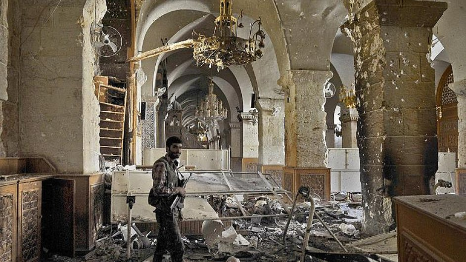 Zničená mešita v Aleppu byla na seznamu Světového dědictví UNESCO.