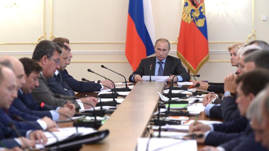 Kvůli ruským sankcím požadují podniky zřízení krizového štábu.