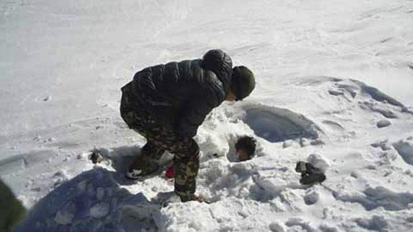 Nep�l uzav�el po ne�t�st� ��st trasy u Annapurny. �e�i jsou �iv� a zdrav�