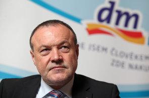 Šéf dm v Česku Gerhard Fischer.