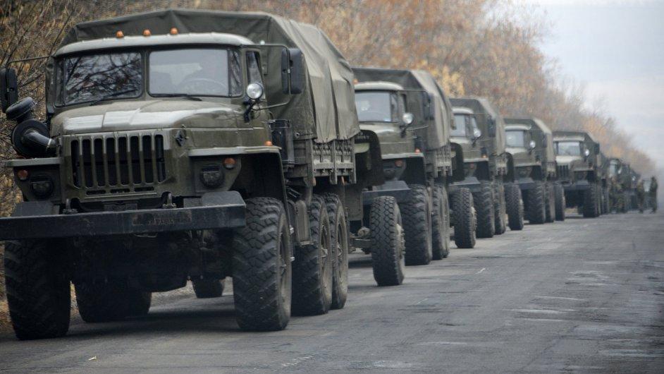 Neoznačené vozy, které v sobotu 8. listopadu zamířily do Doněcku.