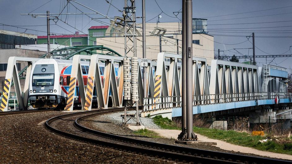 Železniční most v Kolíně