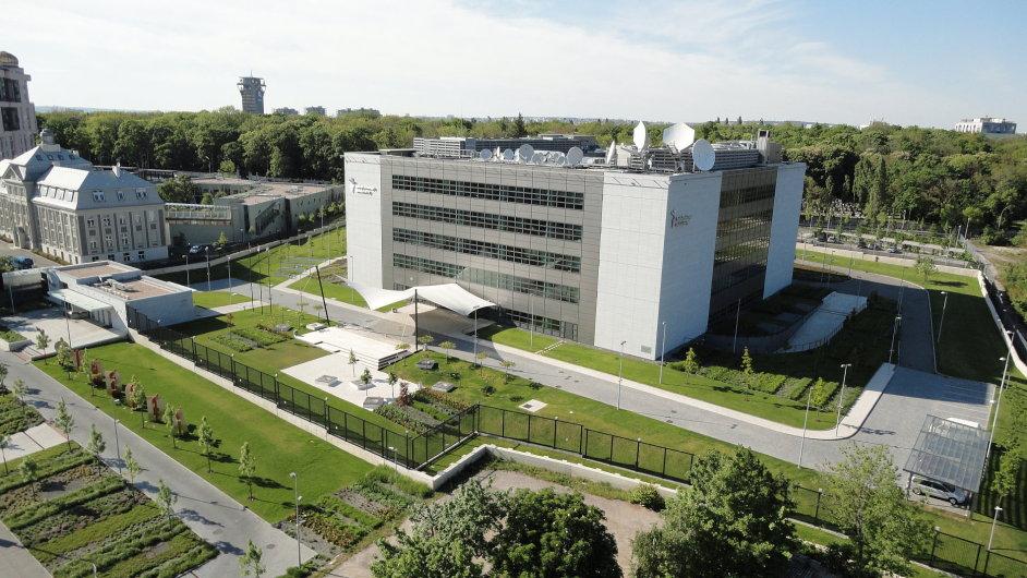 Největším obchodem prvního pololetí 2012 byl prodej budovy Rádia Svobodná Evropa vPraze.