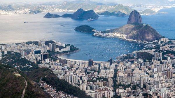 M�sto samby, pl�� a zlod�j�. Brazilsk� Rio slav� 450. narozeniny