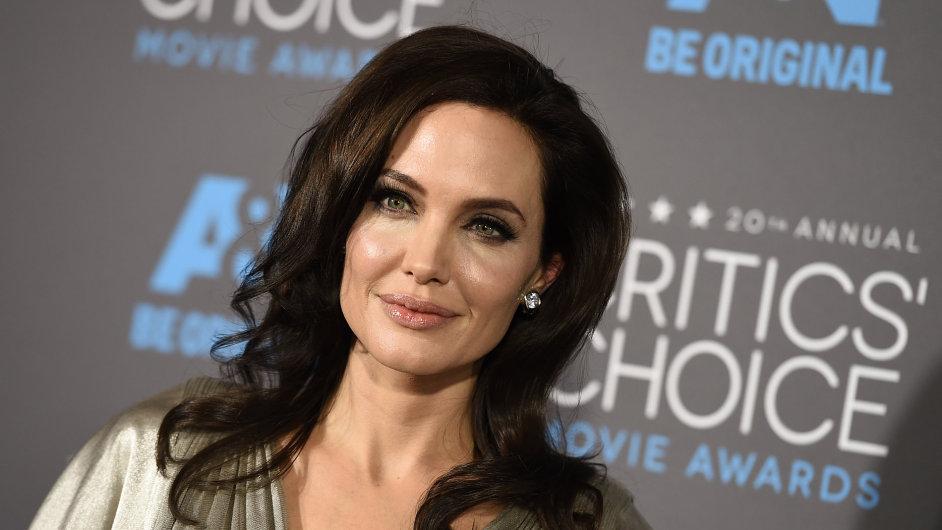 Angelina Jolie na lednovém předávání Cen filmových kritiků v Los Angeles.