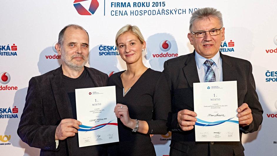 Martin Hart a Jarmila Masařová ze společnosti Koma Modular, vítěze Firmy roku Zlínského kraje, a Živnostník roku Milan Žabčík.