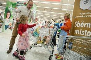 V sobotu lidé nakoupí jídlo pro bezdomovce a handicapované. Startuje Národní potravinová sbírka