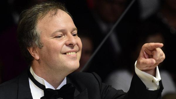 Snímek z vystoupení BBC Symphony Orchestra s šéfdirigentem Sakarim Oramem na Pražském jaru.