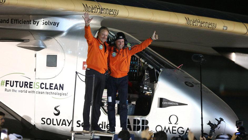 Solar Impulse 2 úspěšné přistání