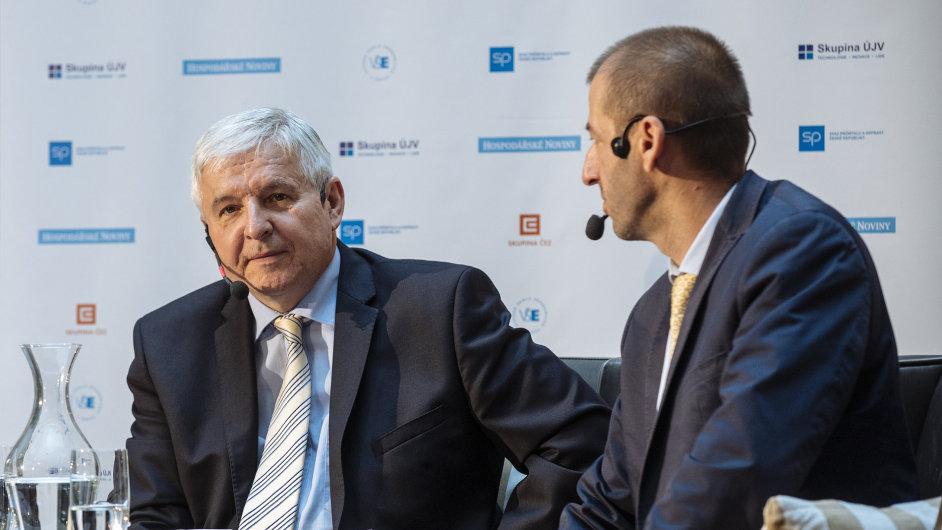 Guvernér ČNB Jiří Rusnok (vlevo) a šéfredaktor Hospodářských novin Martin Jašminský.