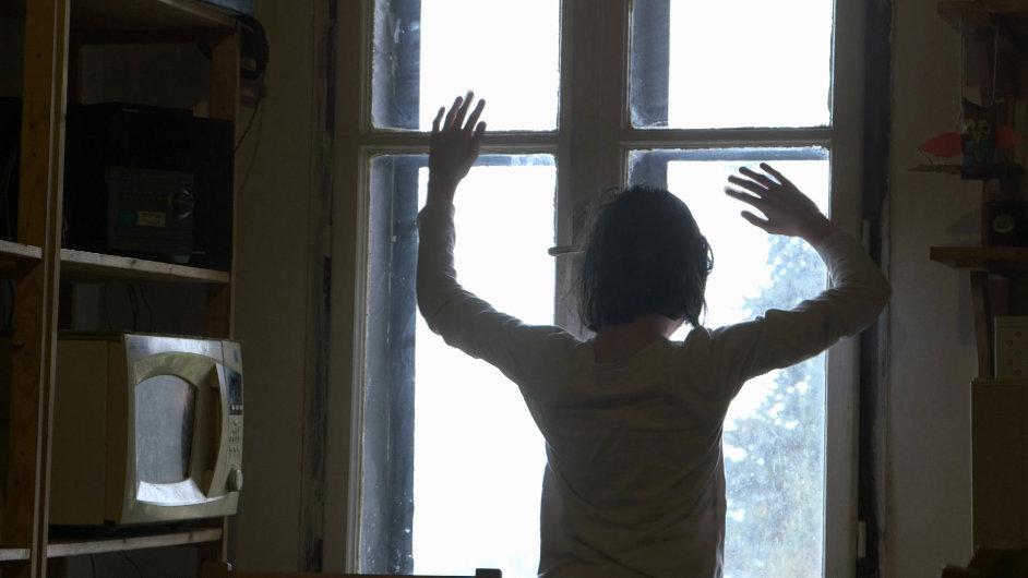 Snímek z Normálního autistického filmu, jednoho ze dvou vítězných titulů festivalu v Jihlavě.
