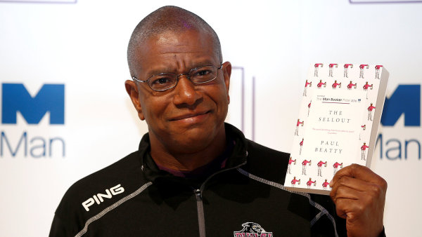 Paul Beatty se narodil v Los Angeles, studoval v Bostonu a dnes učí v New Yorku.
