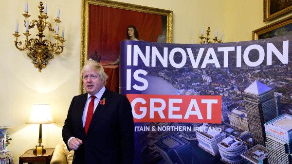 Britský ministr zahraničí Boris Johnson sází na inovace, jednou z nich, neplánovaných je i Donald Trump v roli amerického prezidenta.