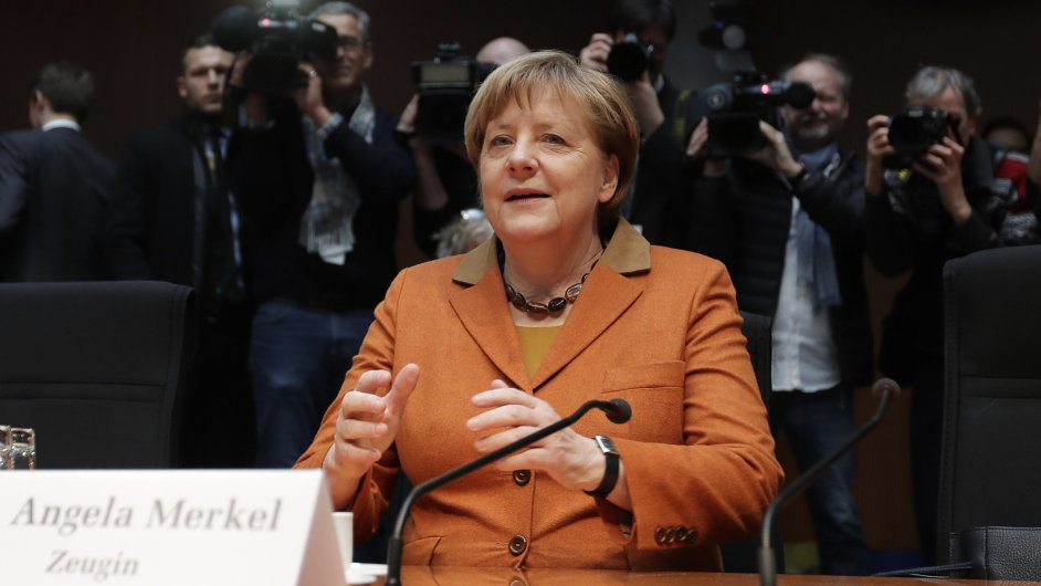Angela Merkelová vypovídala před parlamentní vyšetřovací komisí, která se zabývá činností americké Národní agentury pro bezpečnost (NSA) v Německu.