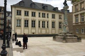 V Lucemburku mají náměstíčko věnované Janu Palachovi. Jeho přestavba stála desítky milionů