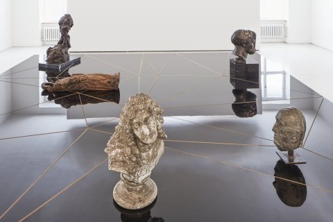 Clemens von Wedemeyer: Nebeská havěť, expozice soch