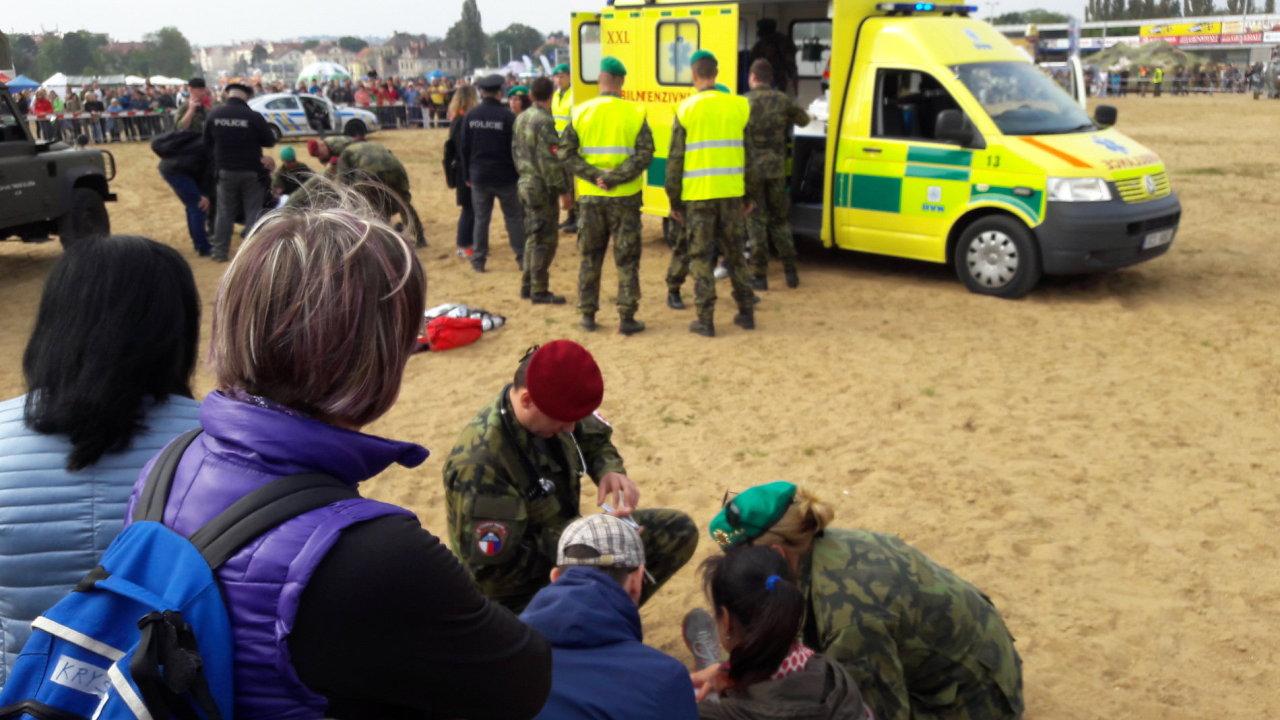 Den s armádou, parašutista, nehoda