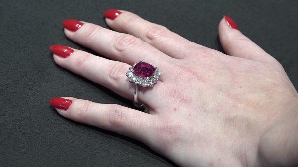 Nahlédli jsme do výrobny diamantových šperků, využívají tu i 3D tisk.