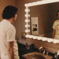 Jak se Jim Carrey ztratil ve vlastní hlavě. Film přibližuje komikovo natáčení s Milošem Formanem