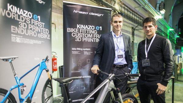 Patrik Paul a Slavomír Ozaník z Kinazo design s modelem E1.