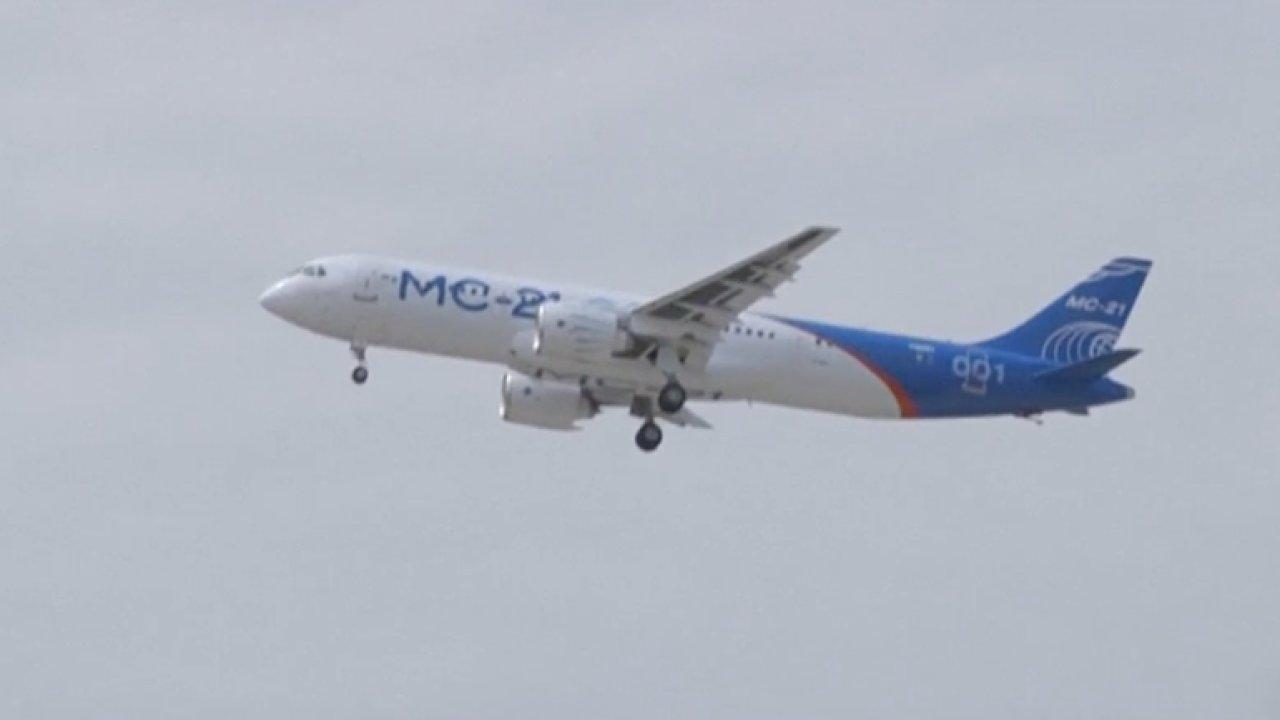 Rusko úspěšně otestovalo letadlo MS-21. Mělo by konkurovat Airbusu i Boeingu.
