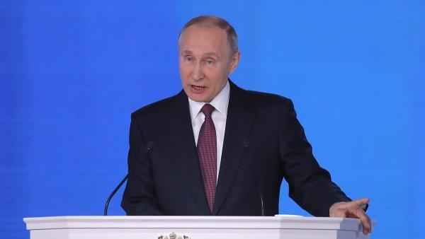 Putin ve svém projevu prohlásil, že Rusko má zbraně, jaké nikdo jiný nemá. Sklidil za to potlesk.