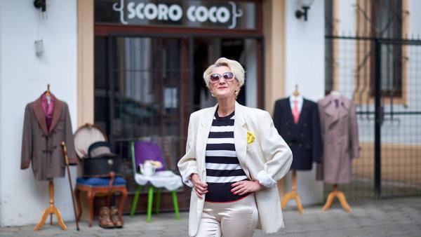 Jitka Šramotová se snaží najít unikátní módní kousky, často se silným příběhem.