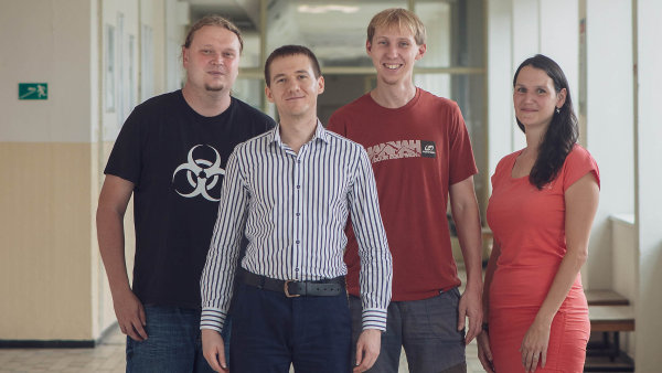 Čeští vědci dokážou v hlase zachytit Parkinsonovu nemoc ve velmi raném stadiu. Parta ze zapadákova ukázala svou metodu Američanům na prestižní klinice