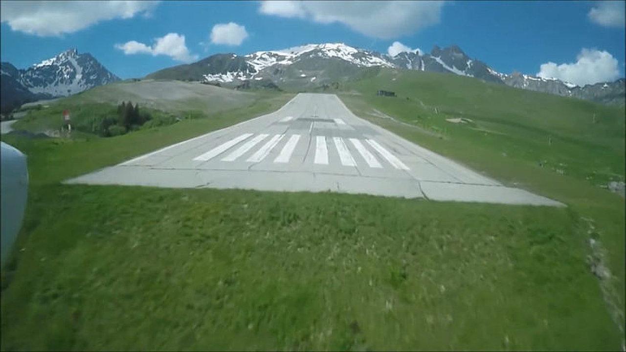Letiště Courchevel.
