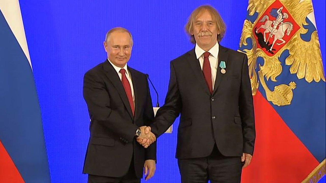 Fischer: Nohavica oslovuje davy, pro Putina je dobré mít přítele v řadách nepřítele.