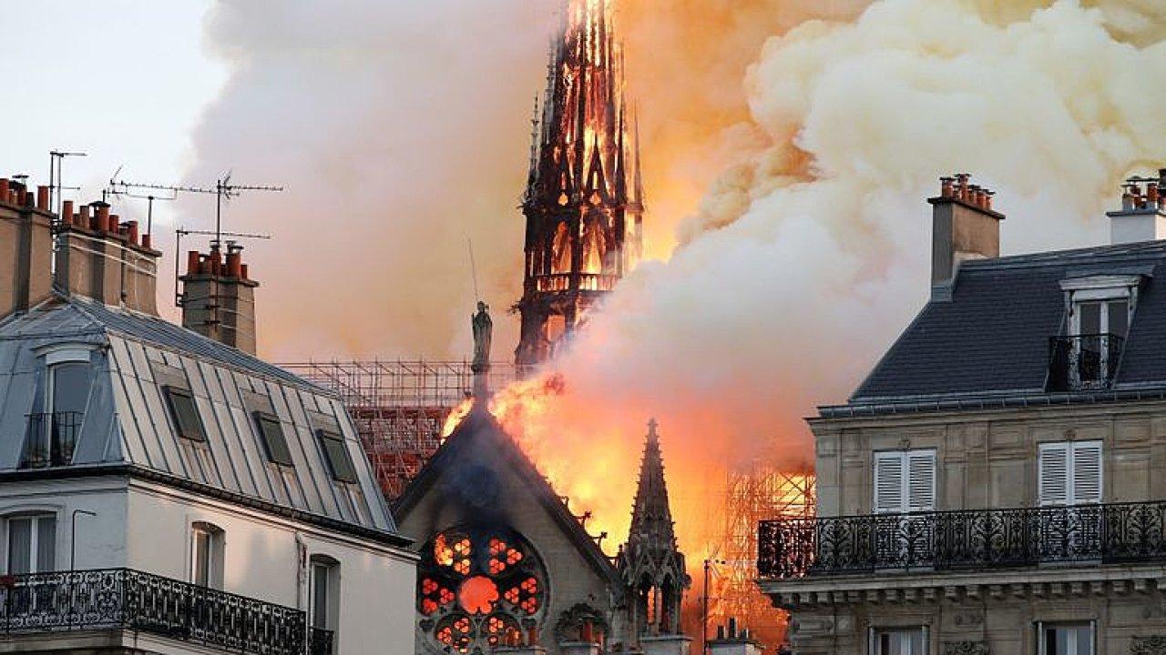 Emma Smetana z Paříže: Oprava Notre-Dame potrvá desítky let, peníze nabízí celý svět