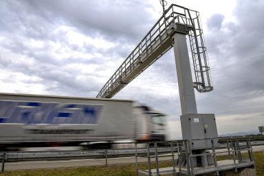 Kraje a obce se také obávají přesunu kamionů na silnice druhé a třetí třídy - Ilustrační foto.