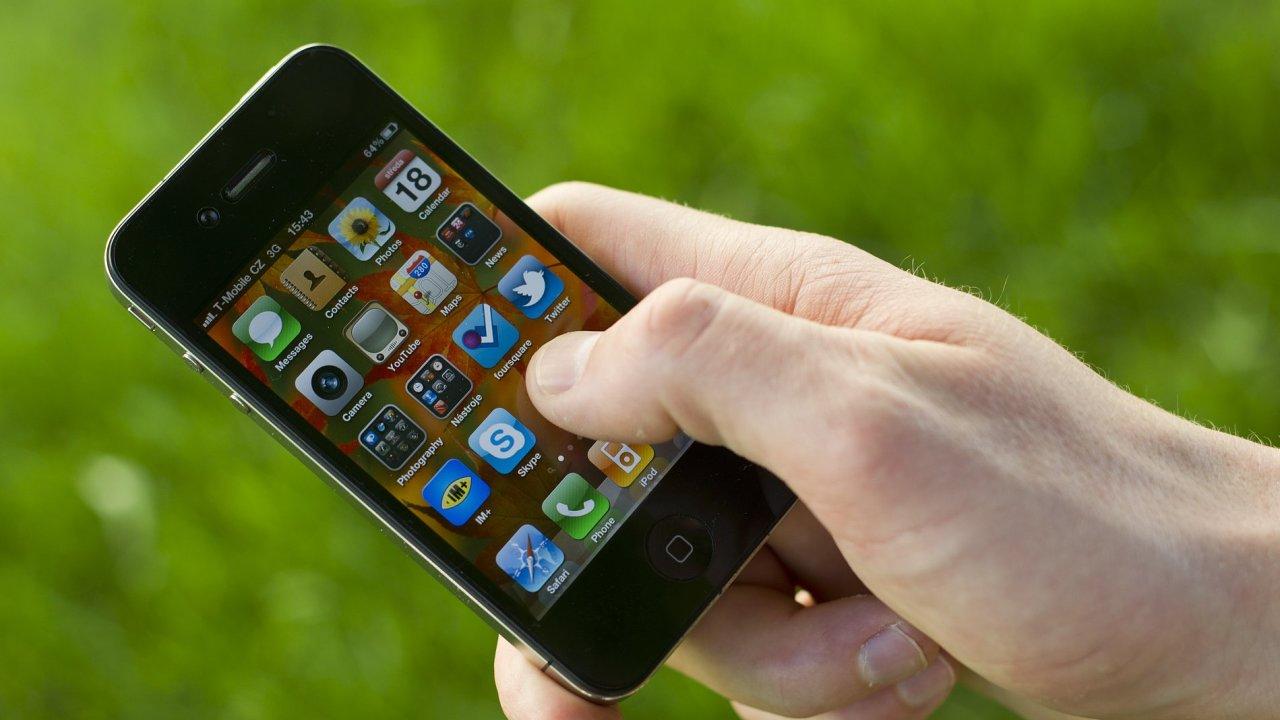 Ilustrační foto - Mobilní telefon iPhone.