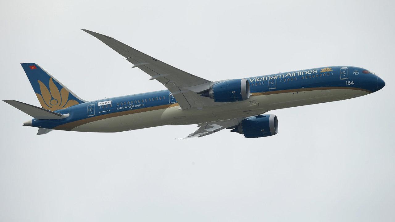 Boeing 787 Dreamliner vietnamských aerolinek během air show na pařížském aerosalonu.