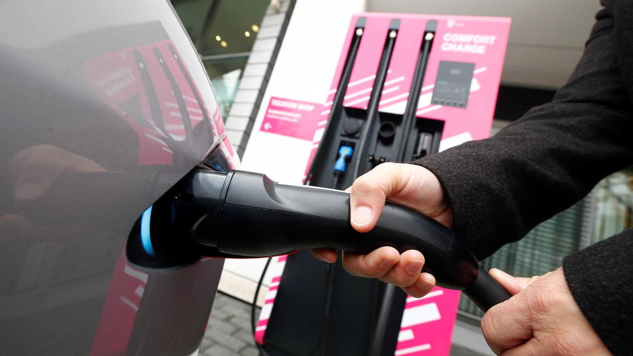Spolková vláda v Německu připravuje vybudování husté sítě dobíjecích stanic pro elektromobily.