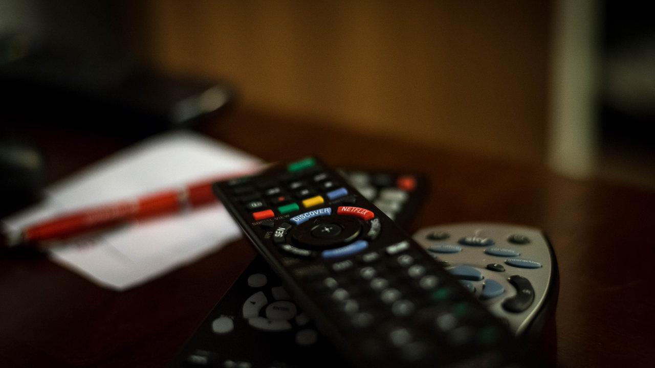 O přechodu podle průzkumu ČRa ví 87 procent Čechů, 52 procent tuší, kdy k přechodu dojde, a 30 procent už přijímá DVB-T2 - Ilustrační foto.