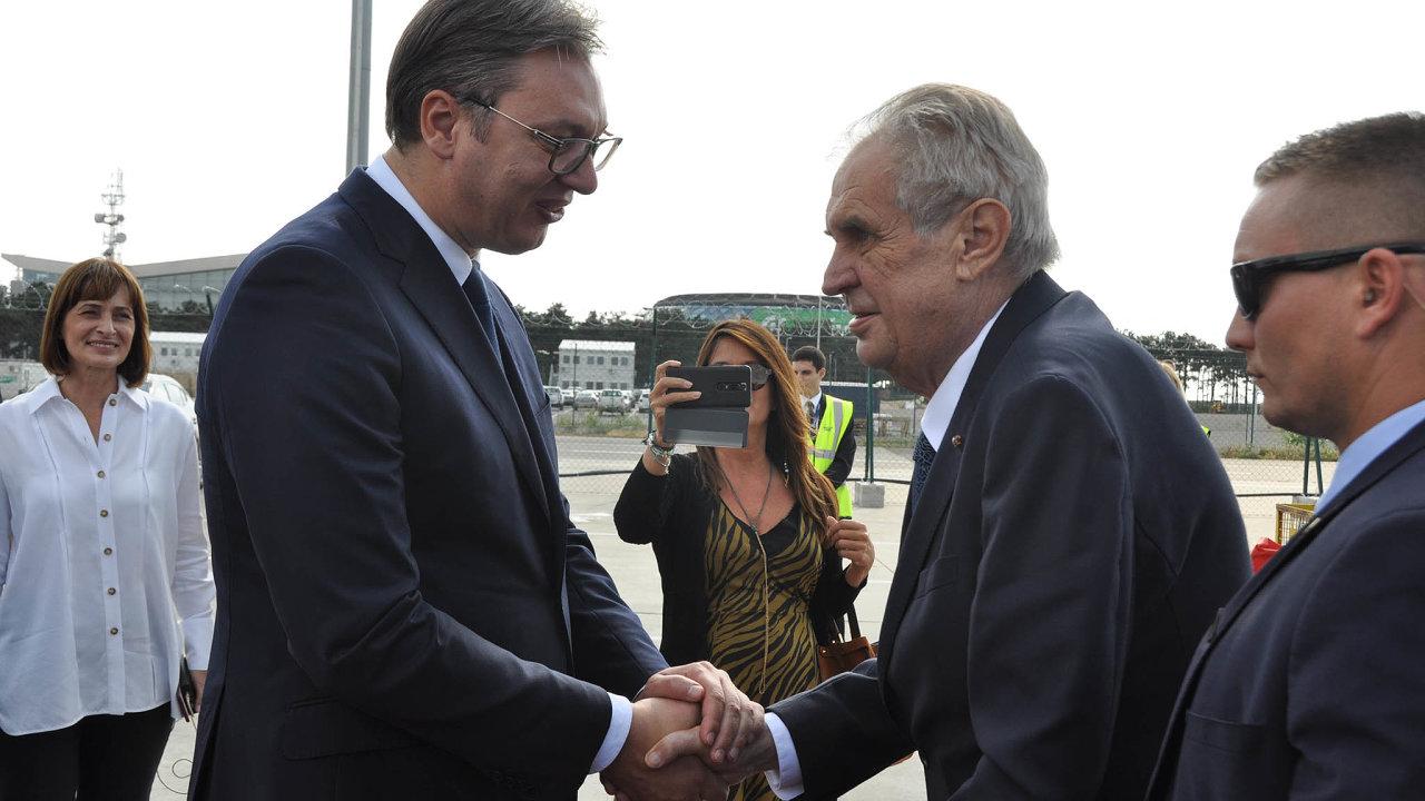Srbský prezident Aleksandar Vučič vítá českého prezidenta Miloše Zemana jako svého přítele. Na Kosovo mají jednotný názor.