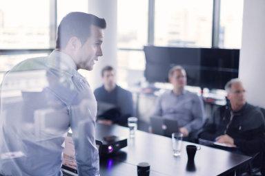 Kromě snahy vychovat si nové kandidáty na volná místa jsou školení také cestou, jak si udržet stávající zaměstnance.