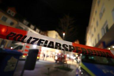 Policie široké okolí míst, kde se útoky staly, uzavřela.