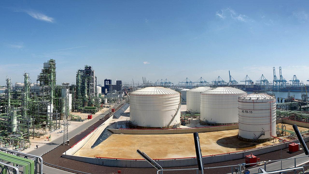 Rafinerie vRotterdamu. Právě tady bude společnost Neste využívat při výrobě biopaliv takzvaný zelený vodík.