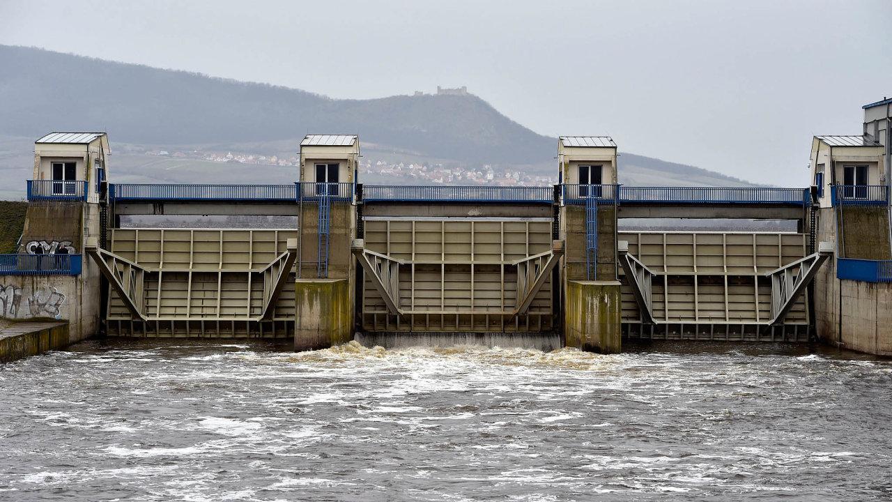 Vodní dílo Nové Mlýny odzačátku jara pomáhá plnit vodou řeku Dyji.