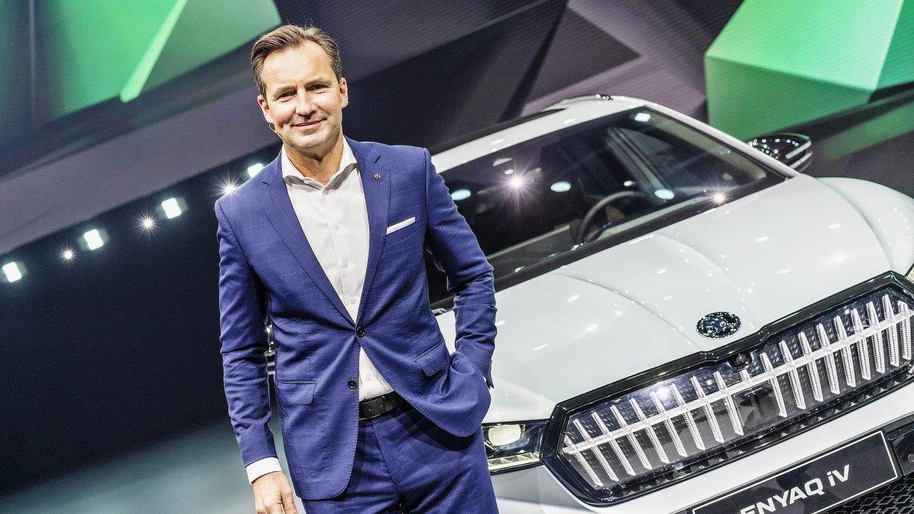 Nový šéf Škodovky. Thomas Schäfer se vesvé nové roli poprvé představil veřejnosti 1. září při odhalení elektromobilu Enyaq iV. Jde o první výhradně elektrický model automobilky Škoda Auto.