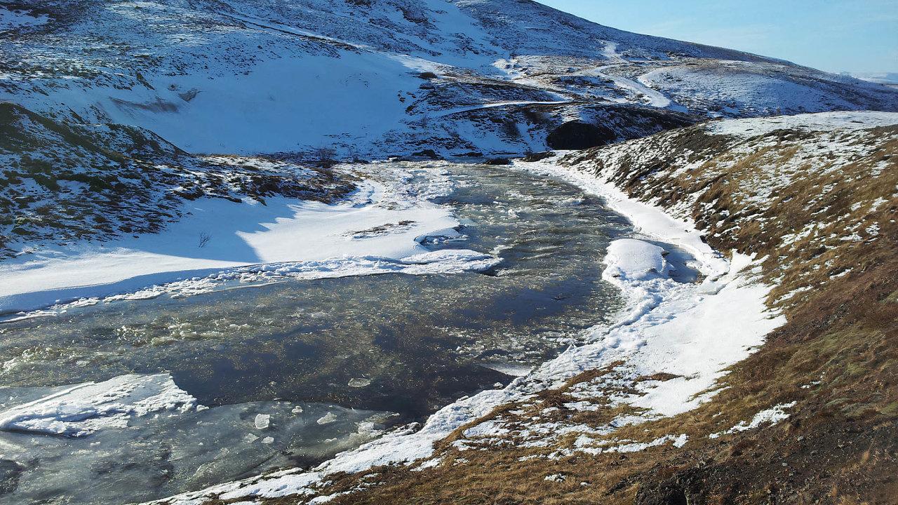 Těžební společnost St-Georges Eco-Mining zKanady dokončila vzáří práce nahloubení 124 metrů hlubokého vrtu vThormódsdaluru (na snímku) avýsledky průzkumu by mohla zveřejnit tento měsíc.