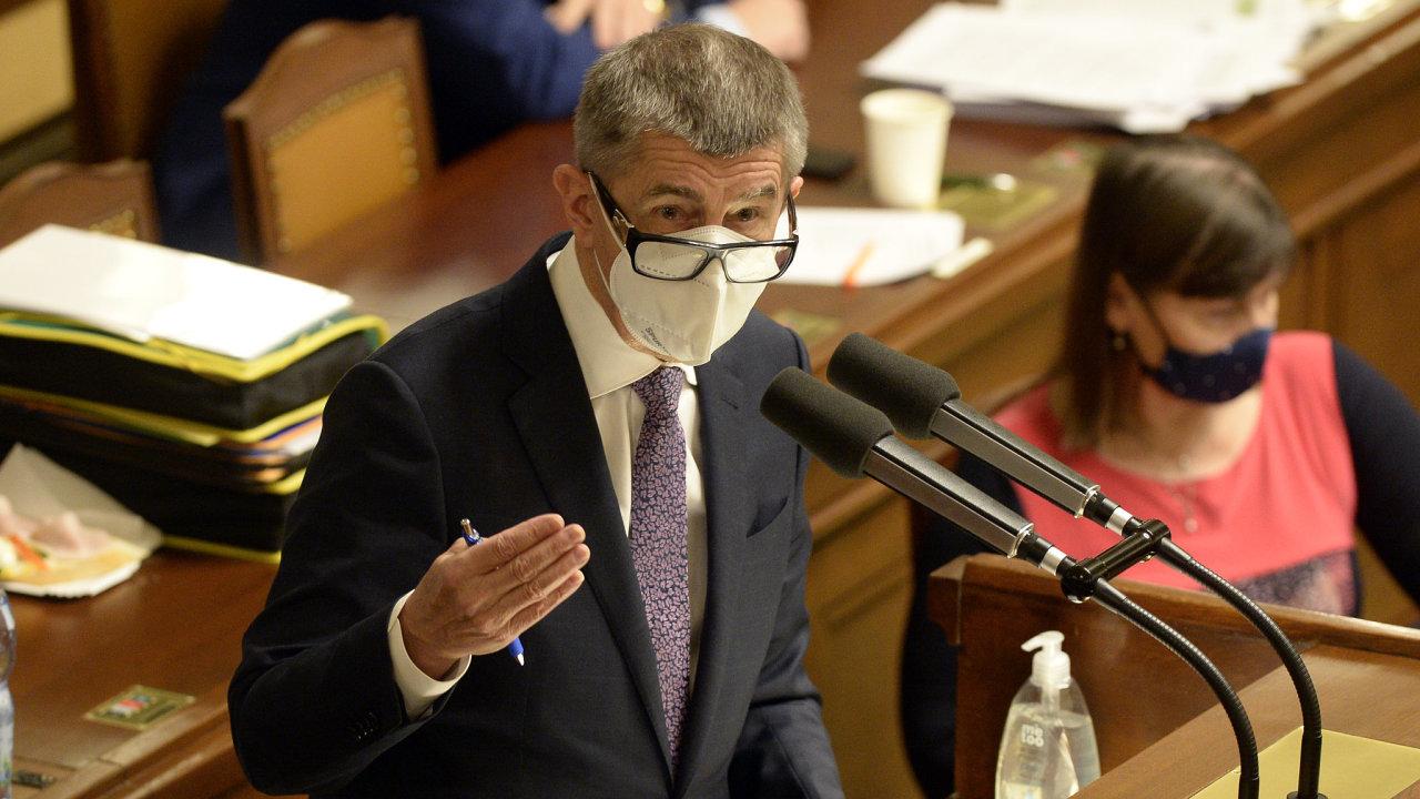 Poslanci v pátek ve sněmovně schválili státní rozpočet se schodkem 320 miliard korun.