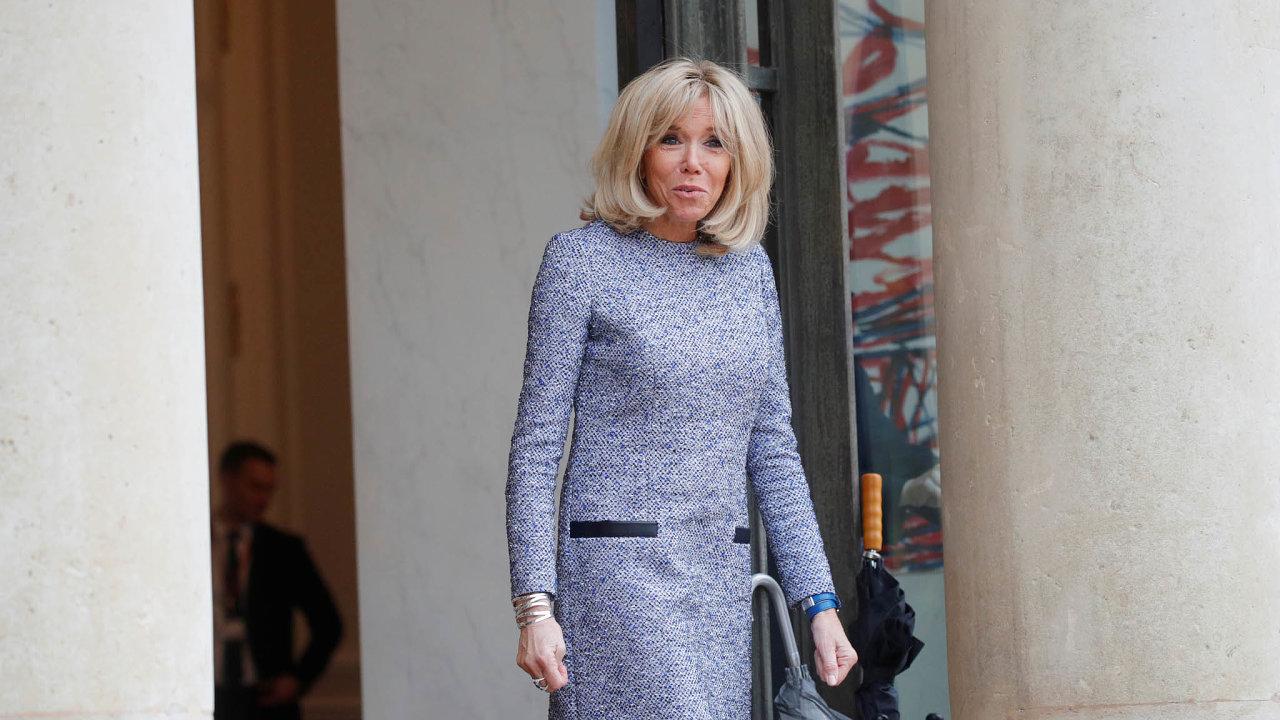 Brigittin šatník inspiruje. Francouzky svelkým zájmem sledují, co si manželka francouzského prezidenta vezme nasebe.