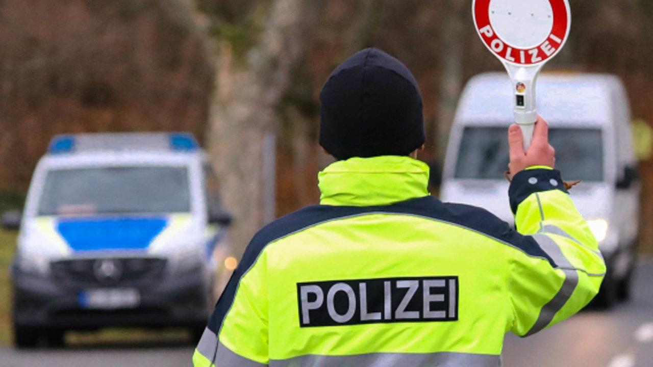 Sasko původně žádalo dva testy týdně, nakonec ale po jednání se zástupci zaměstnavatelů aspředstaviteli Česka aPolska požadavek snížilo na jeden test týdně.