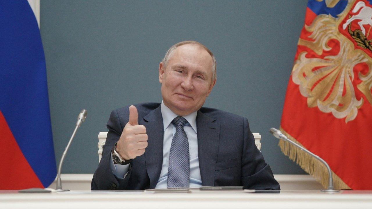 Biden ve středečním rozhovoru s televizí ABC News uvedl, že Vladimír Putin za svou snahu zasáhnout do loňských prezidentských voleb zaplatí.