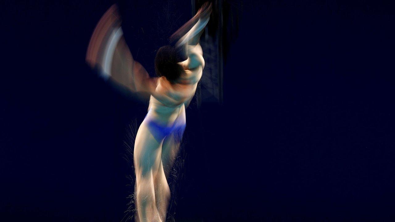 Čínský sportovec na olympijských hrách v Tokiu – disciplína skok do vody.